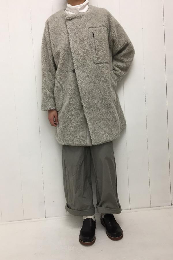 シープボア ノーカラー ZIPコート × 平ダンプワイドパンツ style