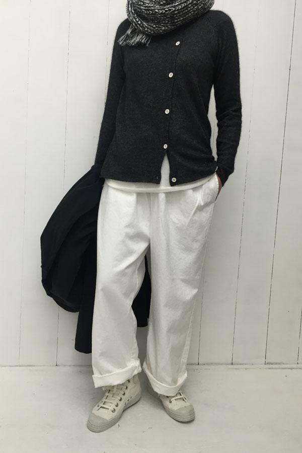 アシンメトリー カーディガン × ワイドパンツ style