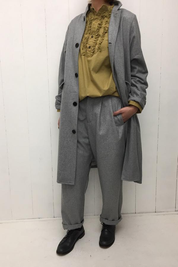 ステンカラーコート × タックテーパードパンツ style
