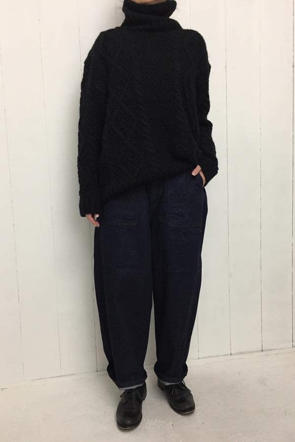 JAMES PANTS × MOCAR タートルニット style