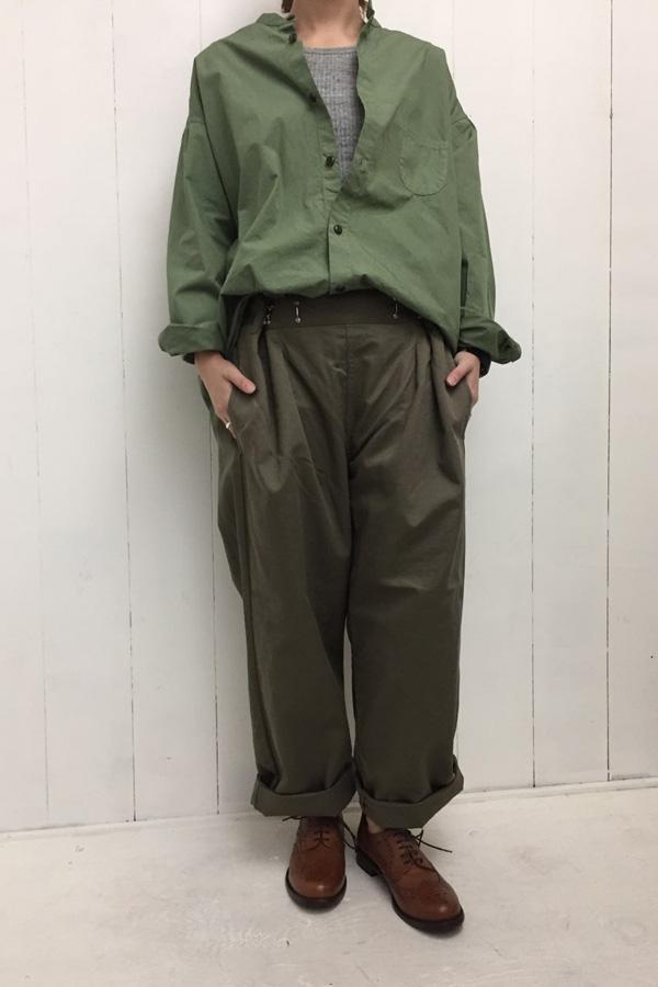 BOTTLES PANTS chino × スタンドカラー Aラインシャツ style