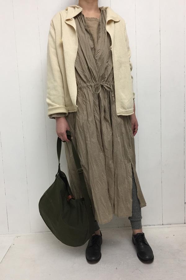 リリヤンニット ショートジャケット × リンクルローン ロングワンピース style
