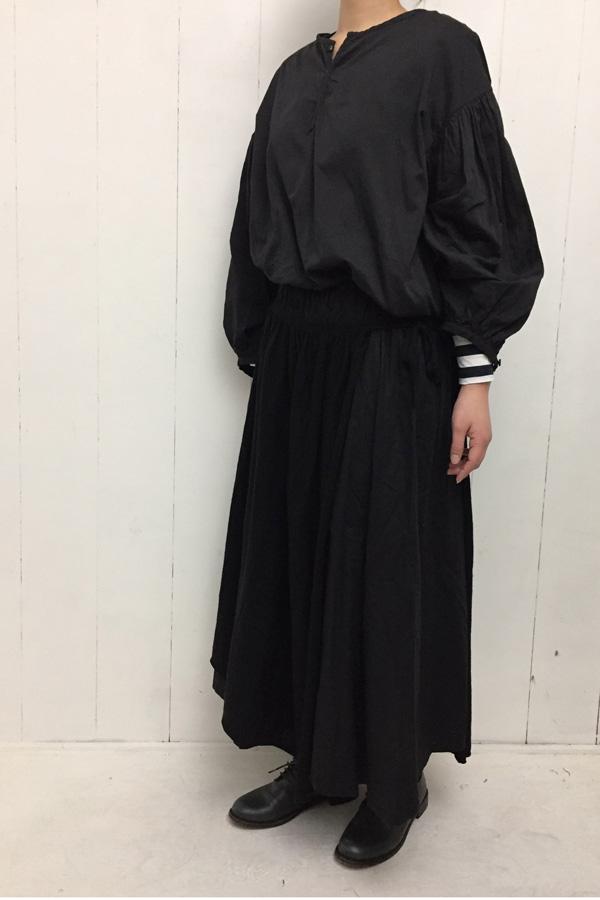 ギャザー プルオーバーブラウス × オーバーラップスカート style