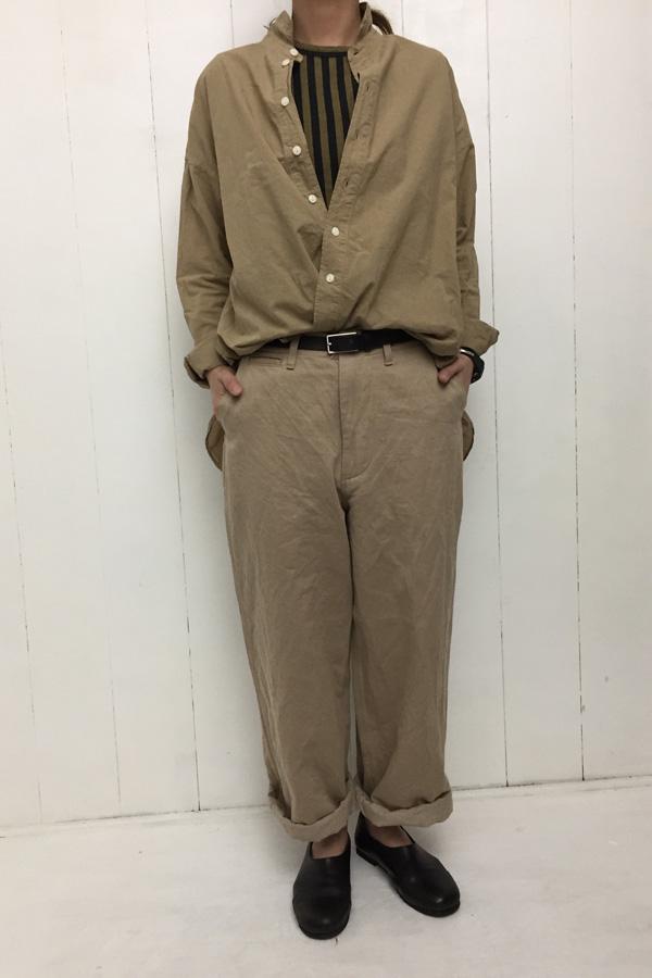 へビーチノ トラウザー × 長袖レギュラーカラーシャツ style