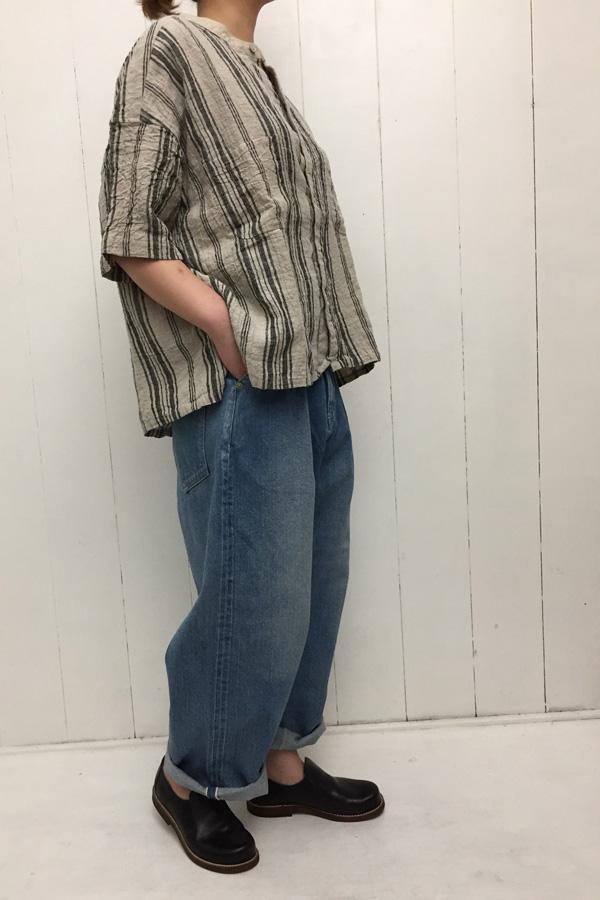 クレリックビッグシャツ × デニム ワイドタックパンツ style