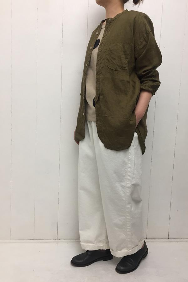 スタンドカラー オーバーサイズシャツ × ファムイージーパンツ style