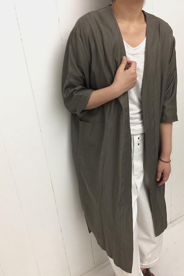 ノーカラーガウン × フレンチ トラウザー style