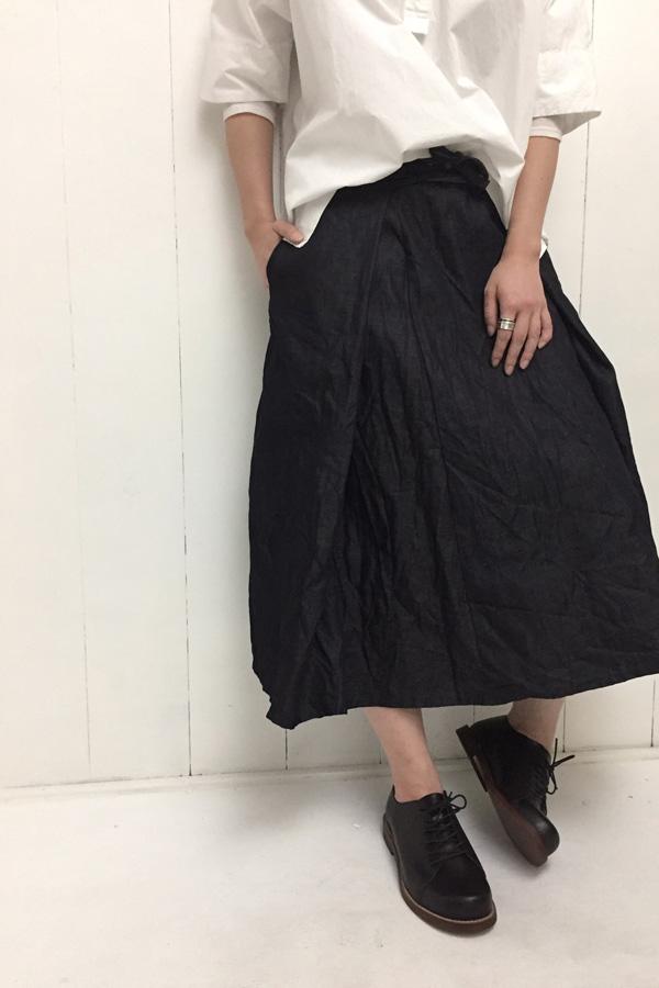 ヘンリーネックプルオーバー × ラップスカート style