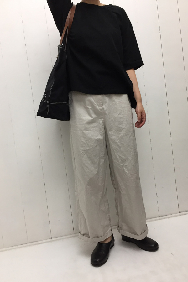 ストレートパンツ × 厚手ハンプ ステンシルバッグ style