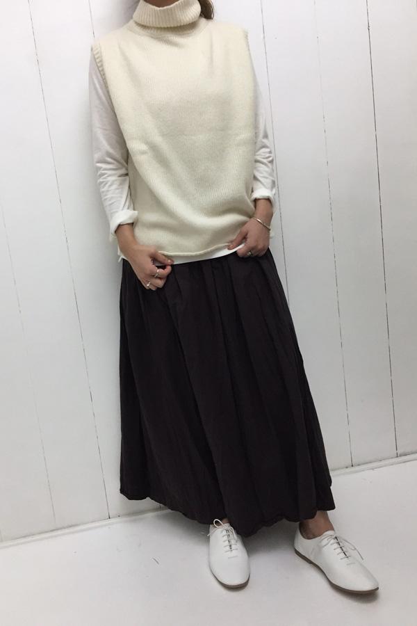 タートルネックベスト × ギャザースカート style