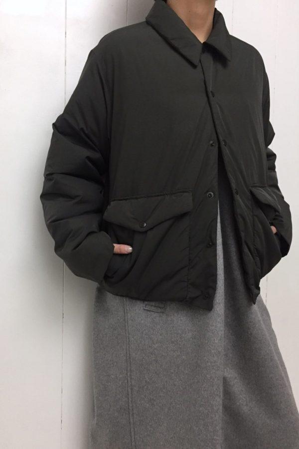 ファイバーダウン ショートコート × ジャンスカ style
