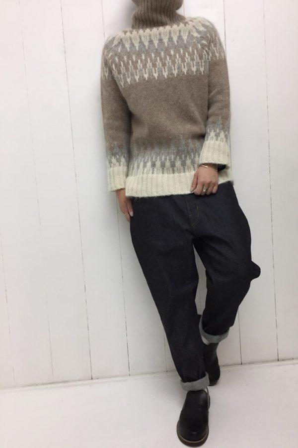 ノルディック柄 タートルネックプルオーバー × エッグジョッパーズ style