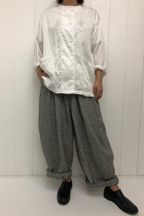 コックシャツ × グレンチェック サーカスパンツ style