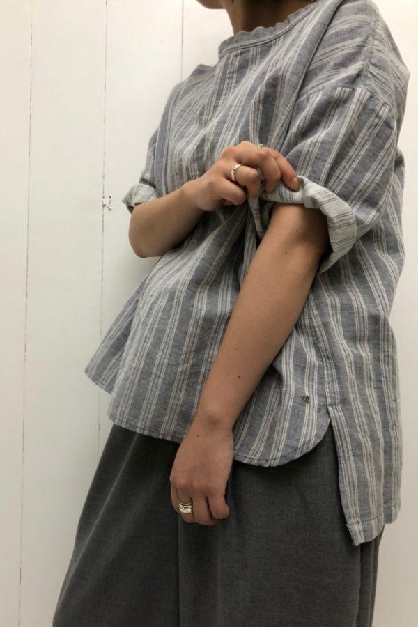 ジャガードストライプ ドゥミシャツ × ワイドエッグロングパンツ style
