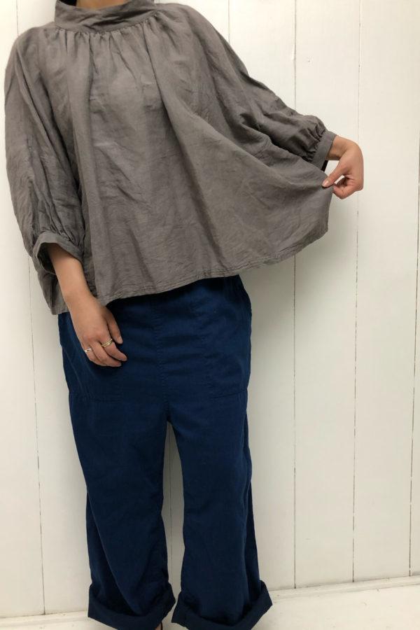 ハイネックギャザープルオーバー × ミツアヤデニム style