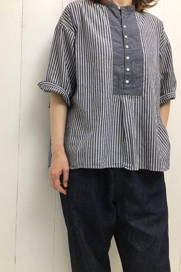 バンドカラープルオーバーシャツ × イージーデニム style
