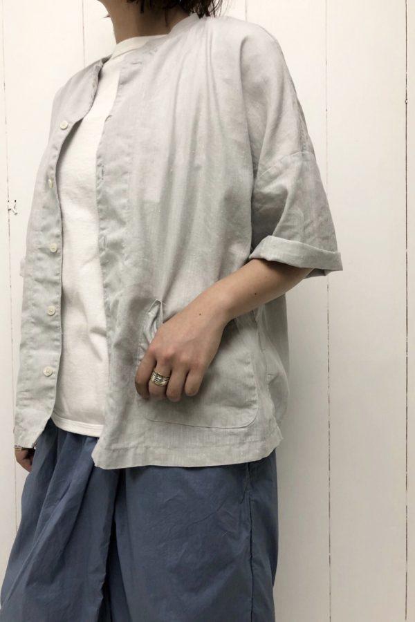 半袖アトリエシャツ × 裾ラウンド Tシャツ style