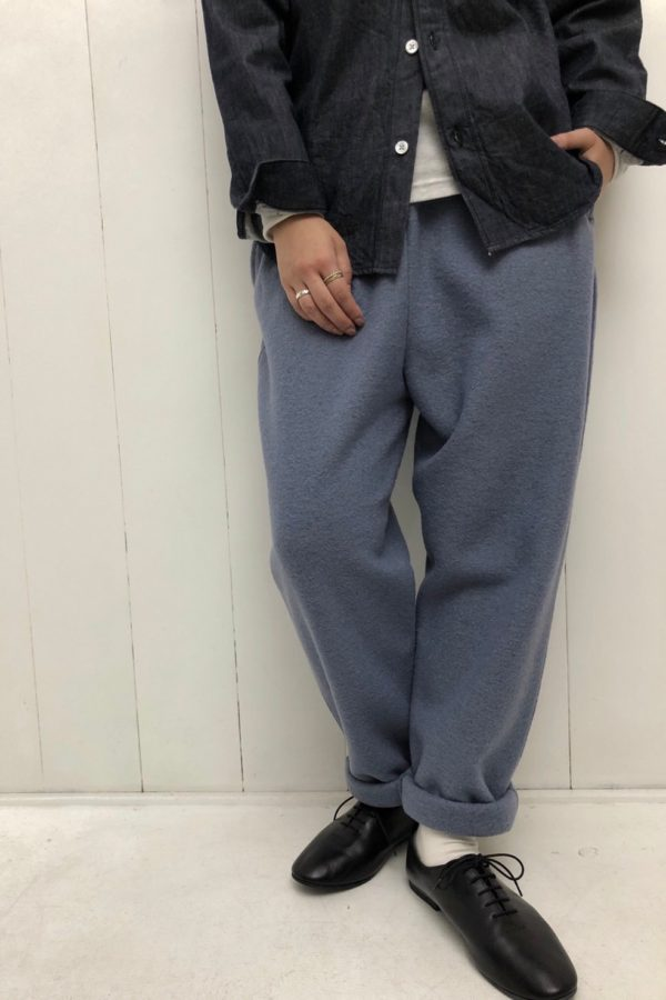 デニム スタンドカラーシャツ × スリムドローパンツ style