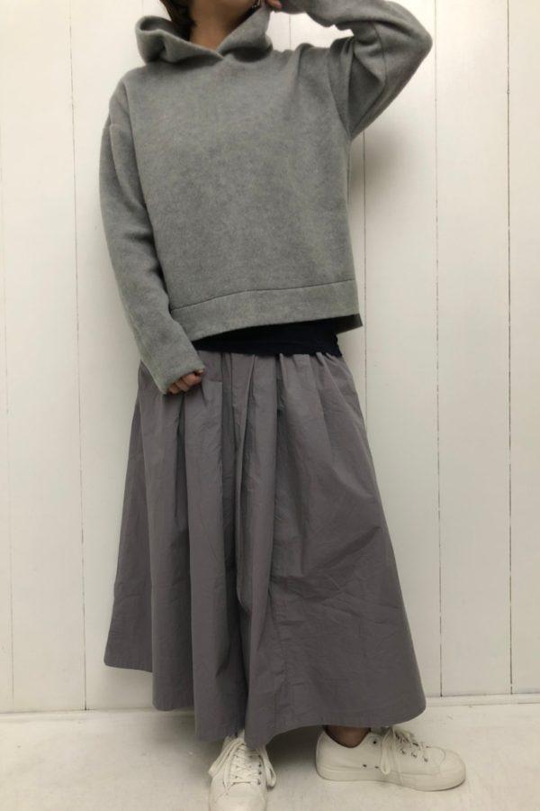 スポンジウール パーカー × マキシ丈スカート style