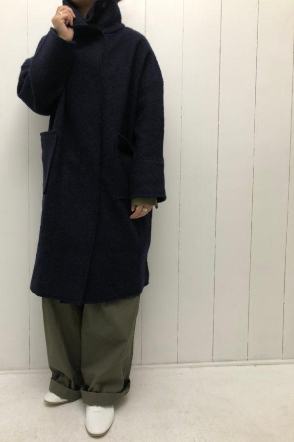 スタンドカラーコート × ハイウエストギャザーパンツ style
