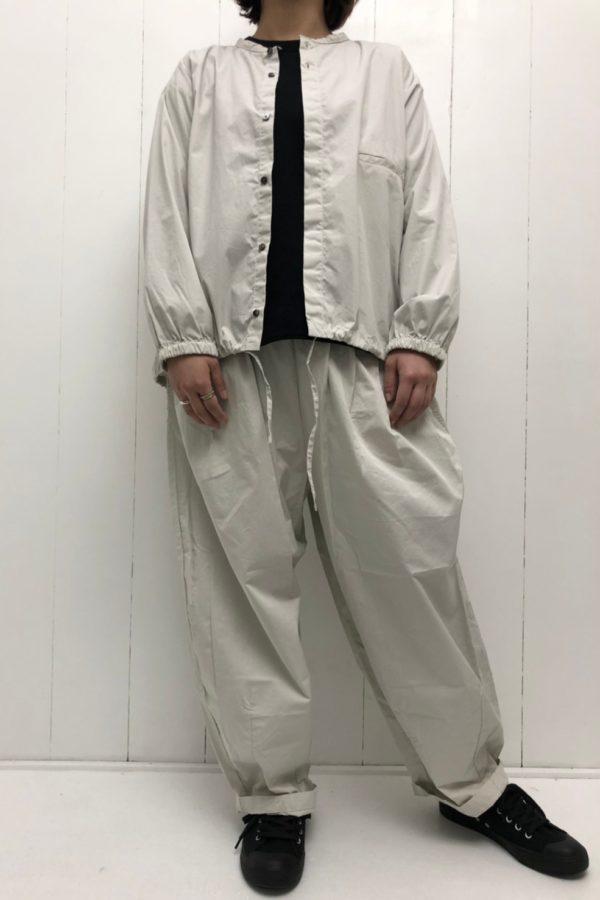 裾ヒモ ノーカラーブルゾン × ボールパンツ style