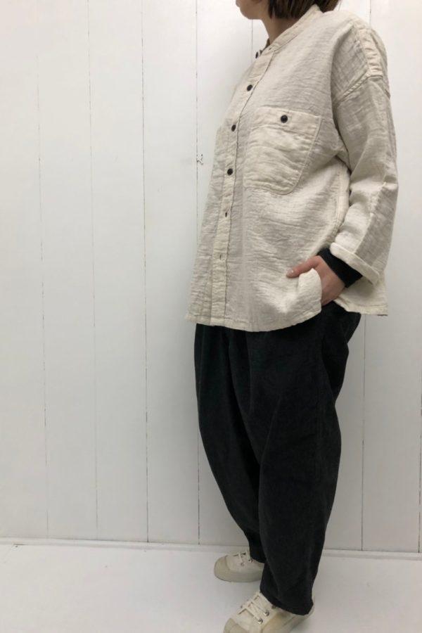 スタンドカラー ビッグシャツ × NARROW BALL PANTS style