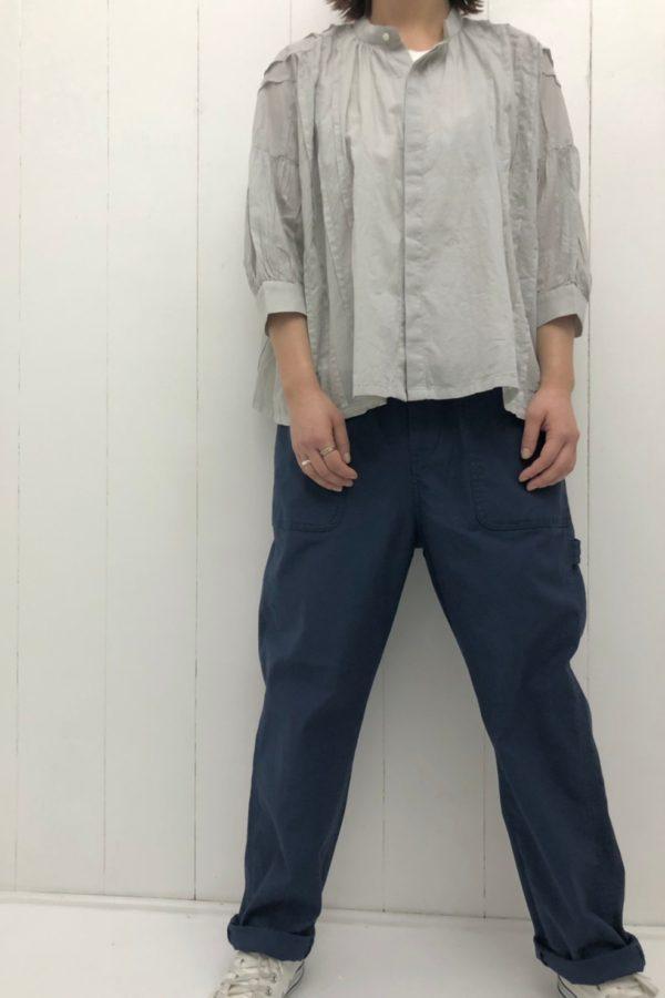 ピンタックブラウス × ワークパンツ style