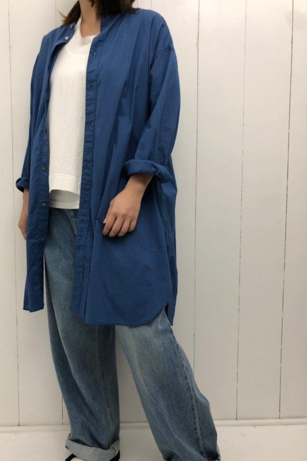 スタンドカラーロングシャツ × ワイドタックパンツ style