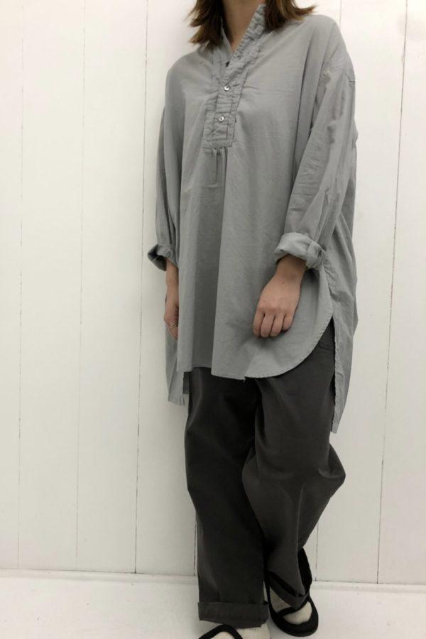 スタンドカラープルオーバーロングシャツ × シェフパンツ style