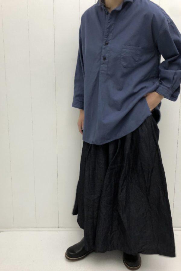 7分袖ショートカラープルオーバーシャツ × INDIGO TUCKED SKIRT style