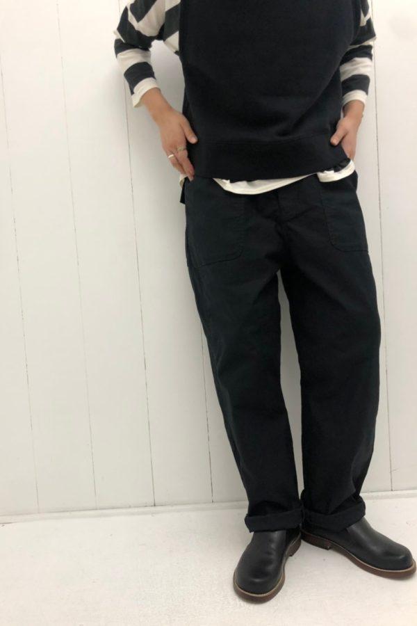 プルオーバーベスト × チノストレッチ ワークパンツ style