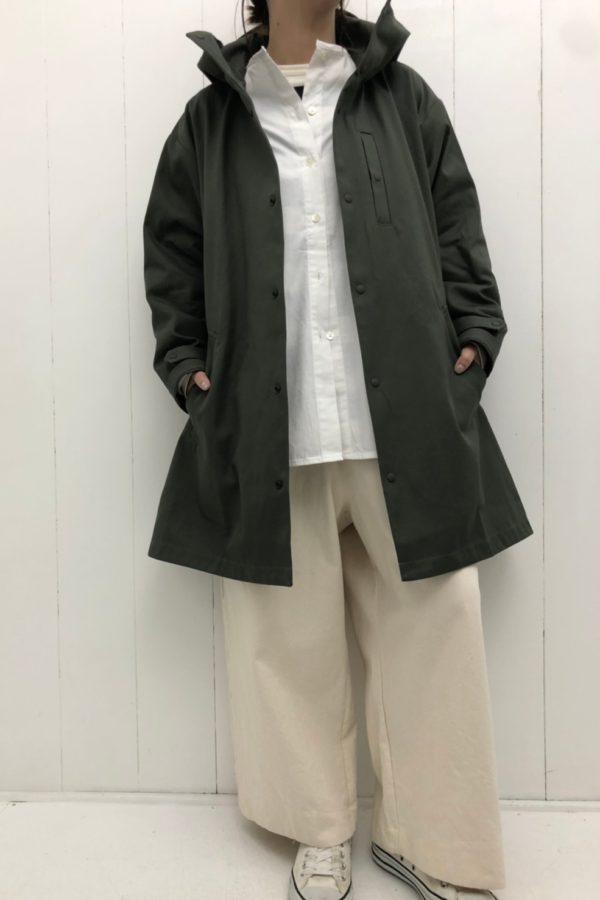 HOODED COAT × ストレッチブロード ノーカラーブラウス style