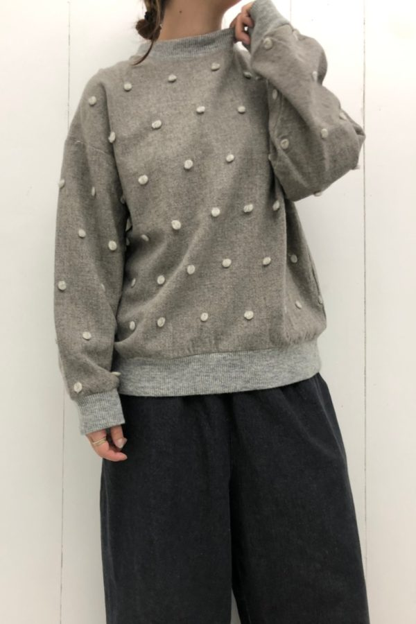 ウール水玉カットジャガードプルオーバー × DENIM VOLUME PANTS style